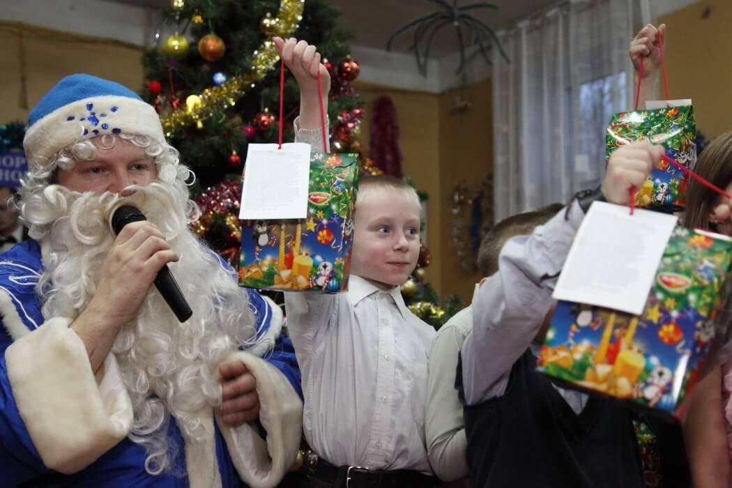 Волонтеры провели Рождественский праздник в Медновском интернате