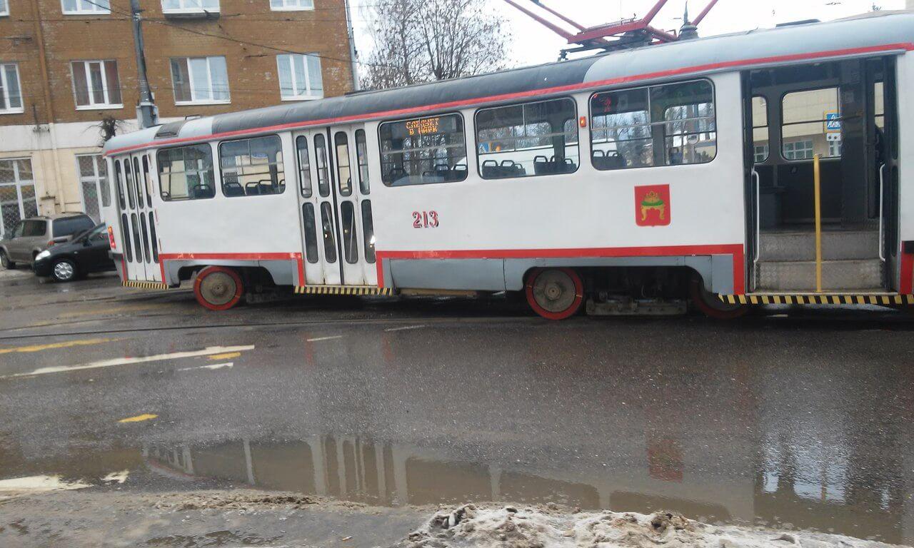 """В Твери трамвай вновь """"разъехался"""" колесами на развилке"""