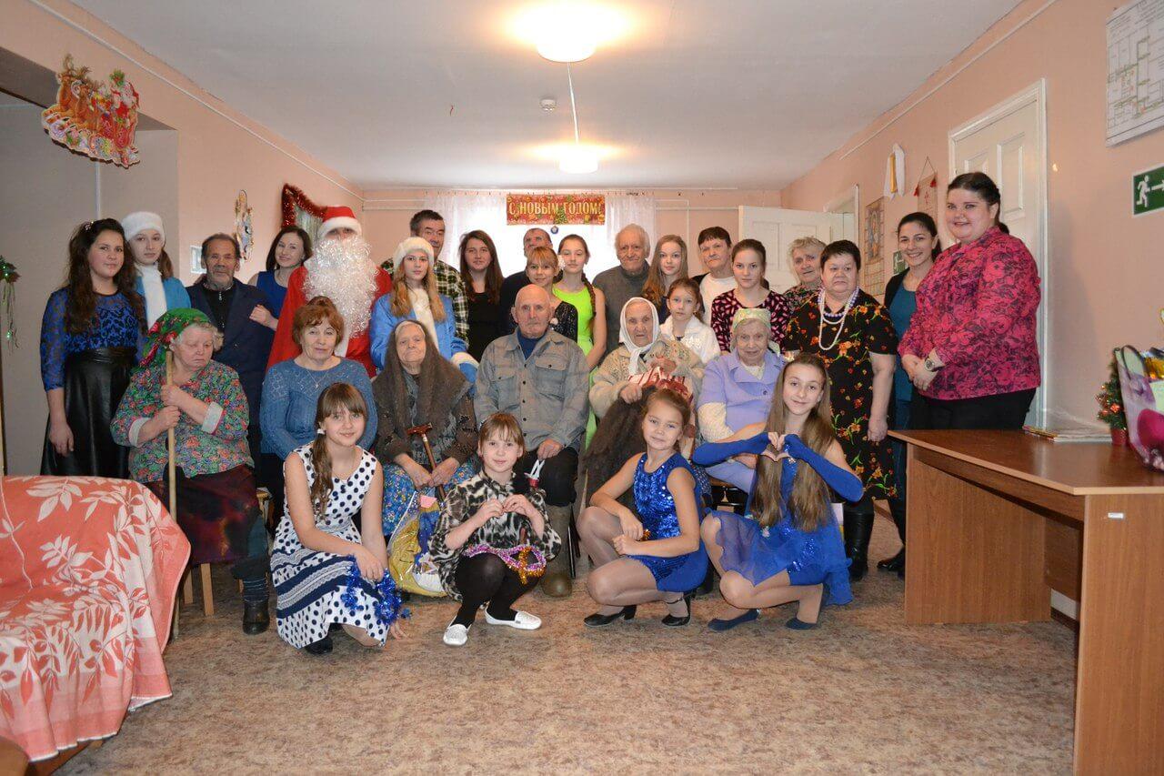 Лихославльские волонтеры организовали новогодний праздник для жителей Жереховского дома-интерната
