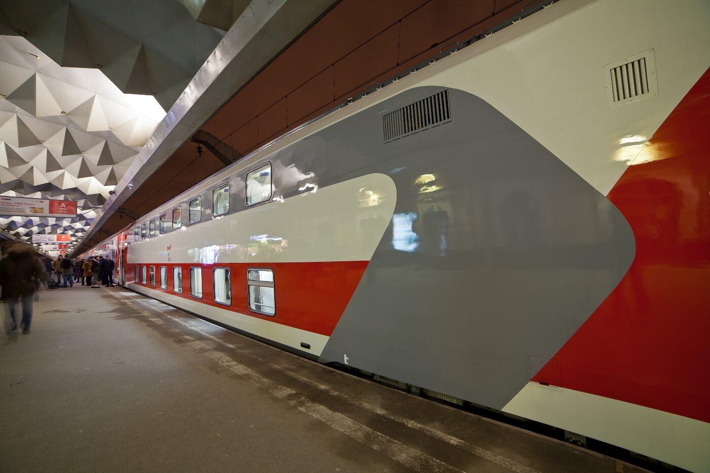 По маршруту Санкт-Петербург – Москва начал курсировать второй поезд, сформированный из двухэтажных вагонов