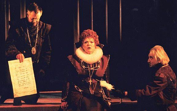 В юбилейном сезоне Тверской театр драмы предлагает зрителям прикоснуться к истории театрального искусства на Тверской земле