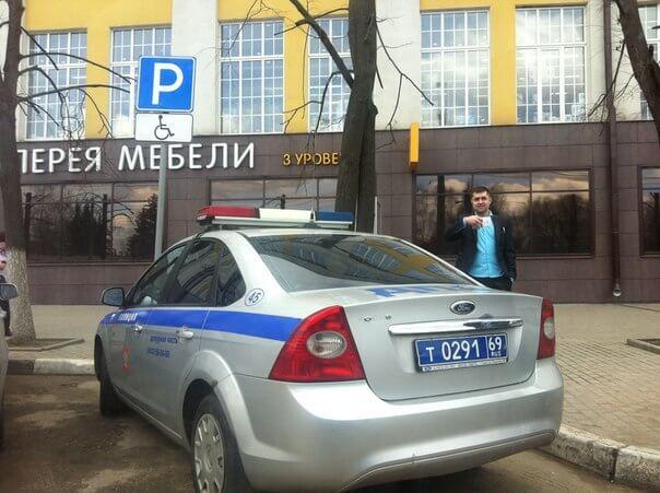 В Твери водитель служебного автомобиля ДПС оштрафован за неправильную парковку