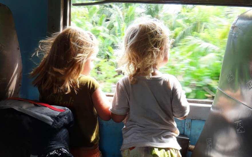 Летом школьники смогут ездить на поездах и электричках с 50% скидкой