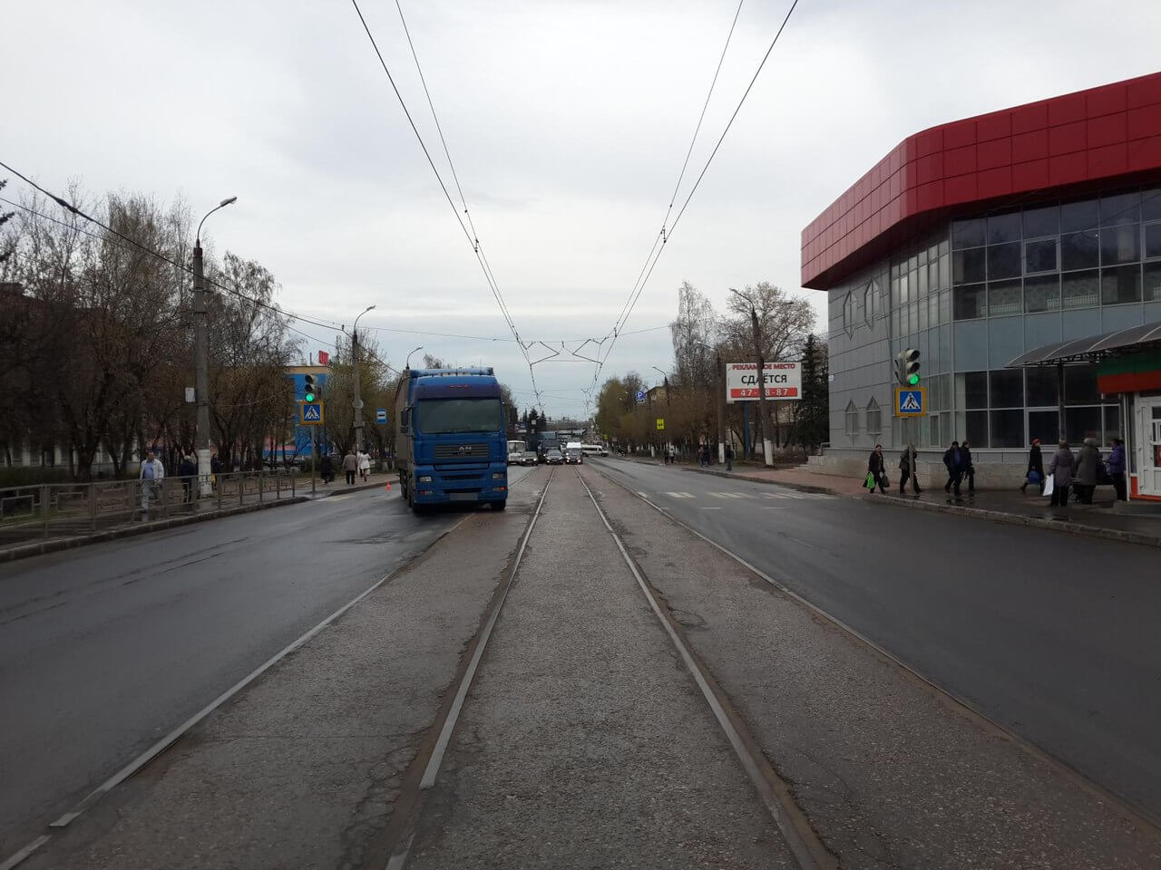 В Твери водитель фуры нарушил ПДД и сбил пешехода