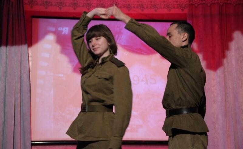 В Медновском интернате прошел костюмированный вечер, посвященный победе в Великой Отечественной войне