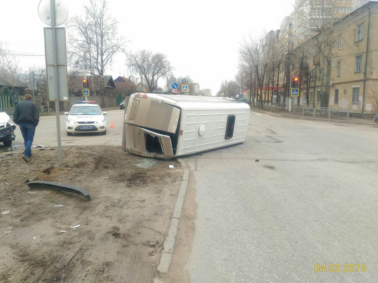 В Твери в ДТП с маршруткой пострадали 3 человека