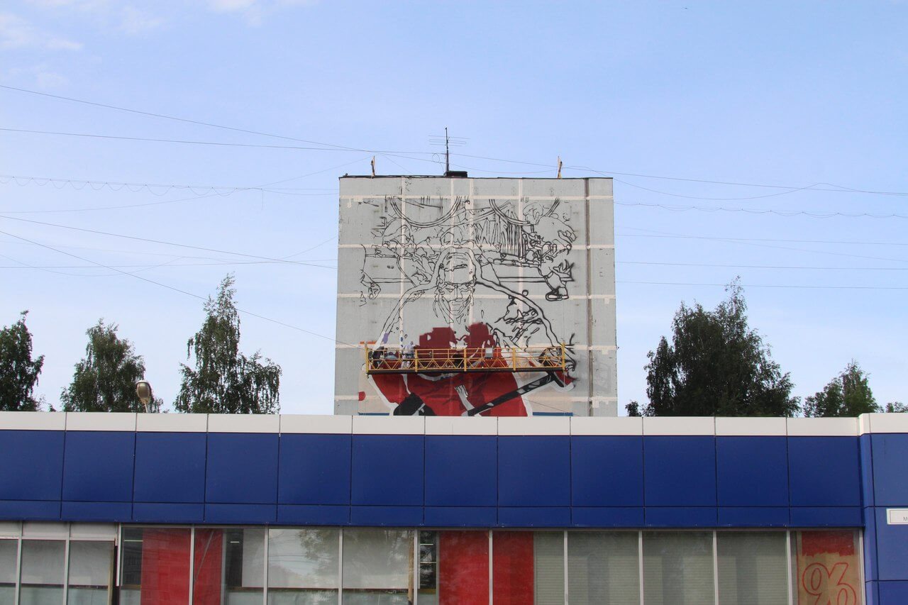 """В Твери в микрорайоне """"Южный"""" панельные многоэтажки украшают спортивными граффити"""