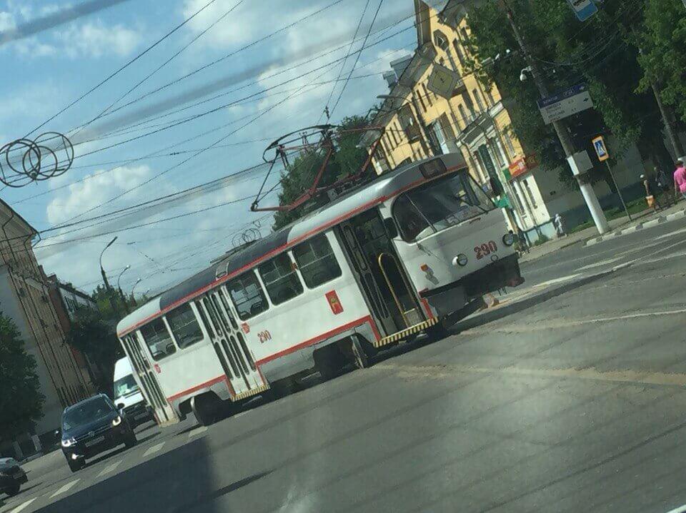 В Твери трамвай сошел с рельсов