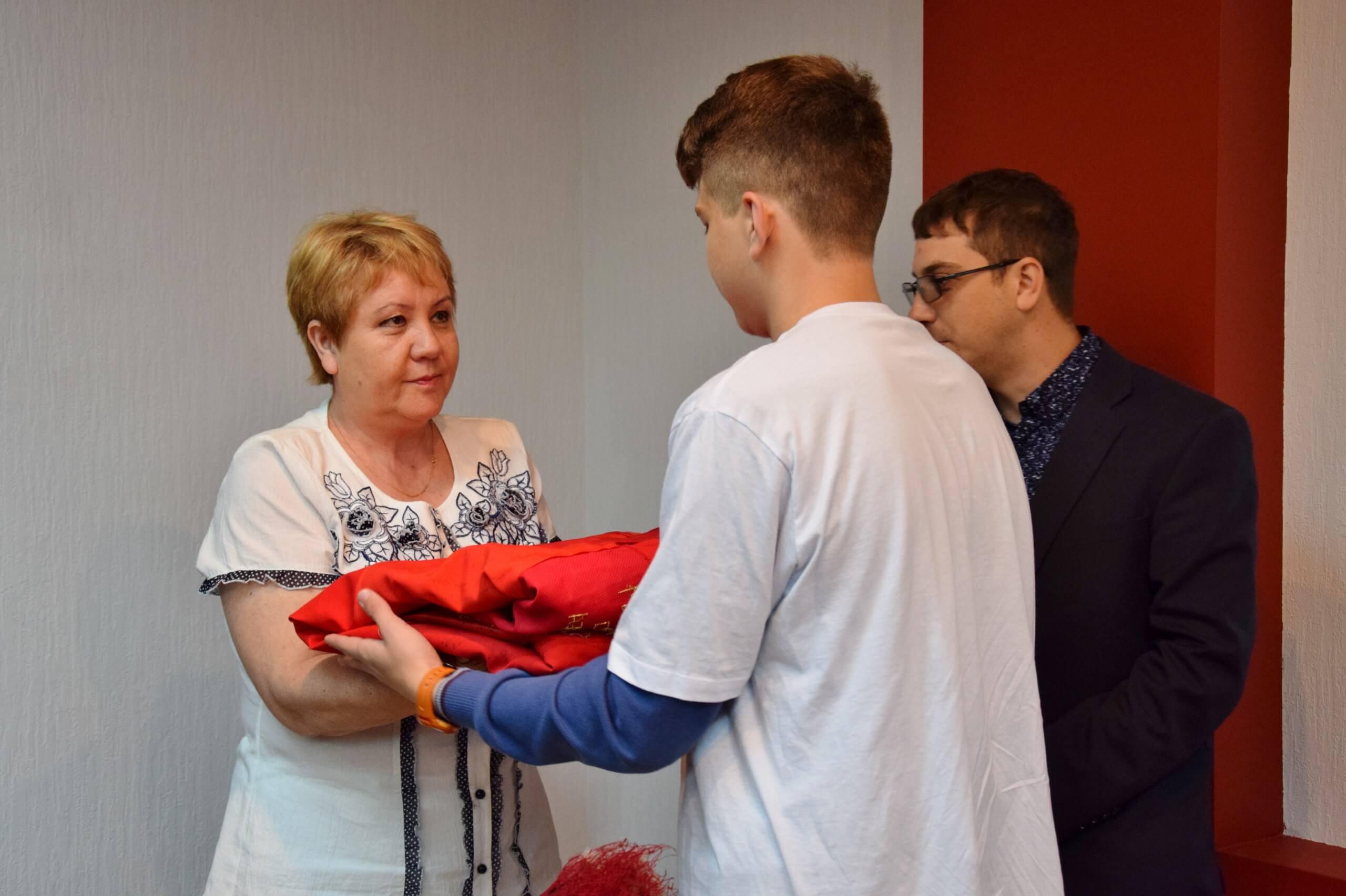 Музей Калининского фронта получил в дар студенческое Полотно памяти