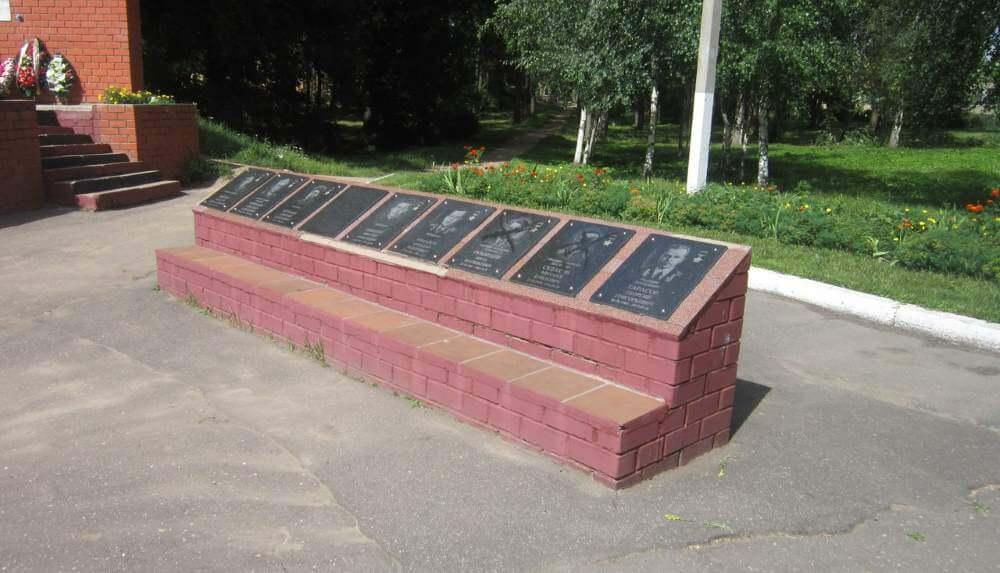 В Торжке неизвестные надругались над памятником на Аллее Славы