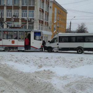 фото За прошедшие выходные в 8 ДТП 1 человек погиб и 8 человек пострадали