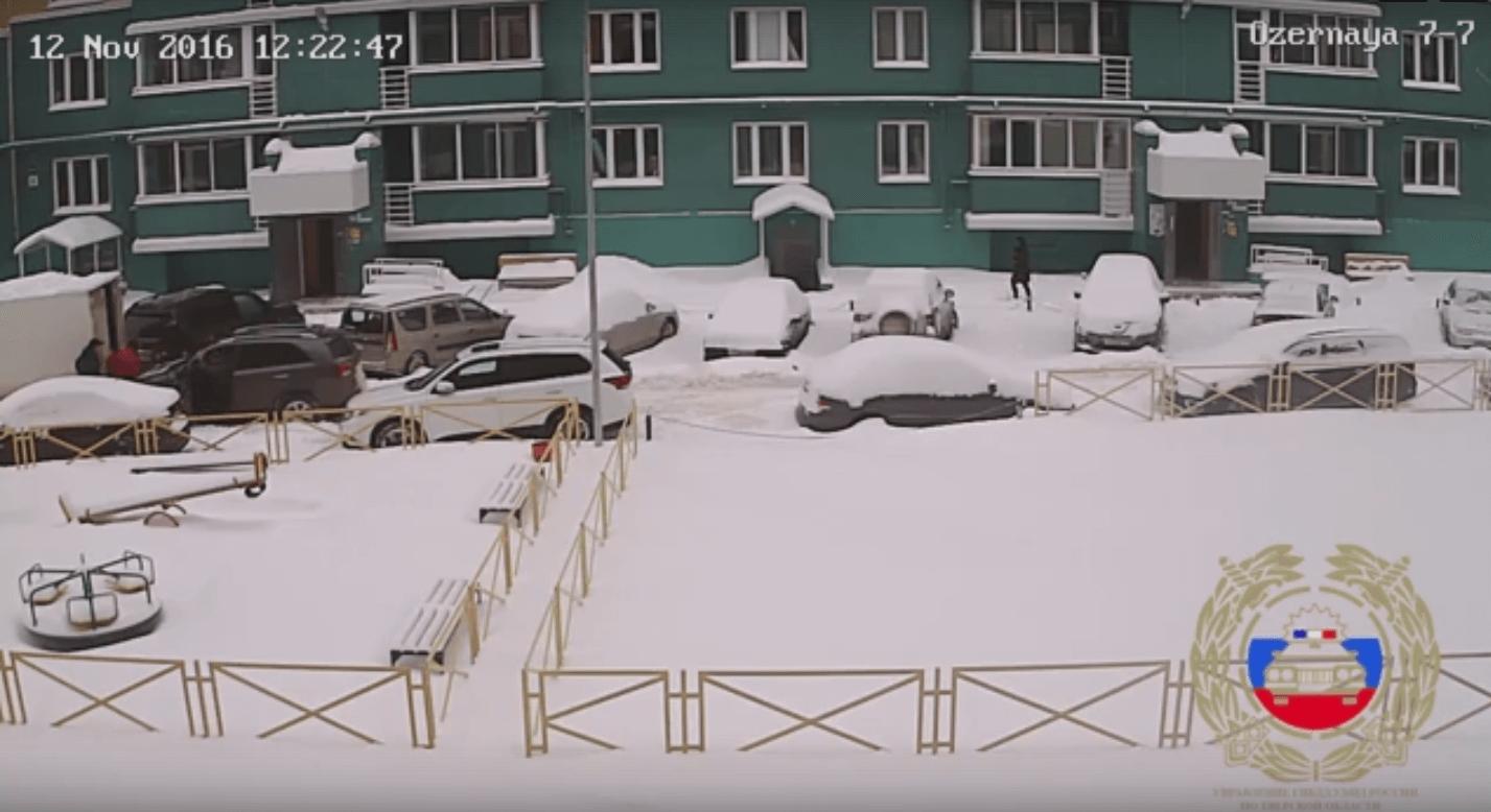 В Твери пешехода зажало между легковушкой и ГАЗелью (Видео)