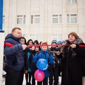 фото Tele2 подарила хоккейную площадку детям из Торжка