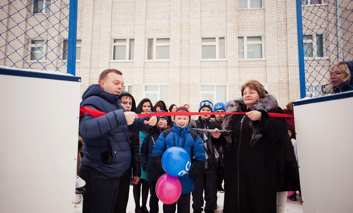 Tele2 подарила хоккейную площадку детям из Торжка