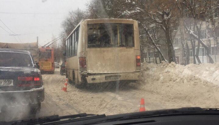 В Твери столкнулись 2 маршрутки. Пострадали 4 человека