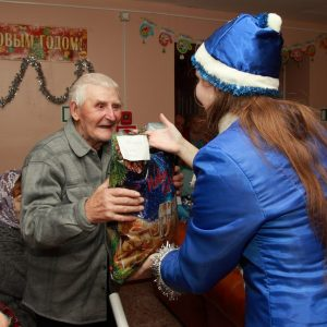фото В Тверской области проходит новогодняя благотворительная акция для бабушек и дедушек из дома-интерната