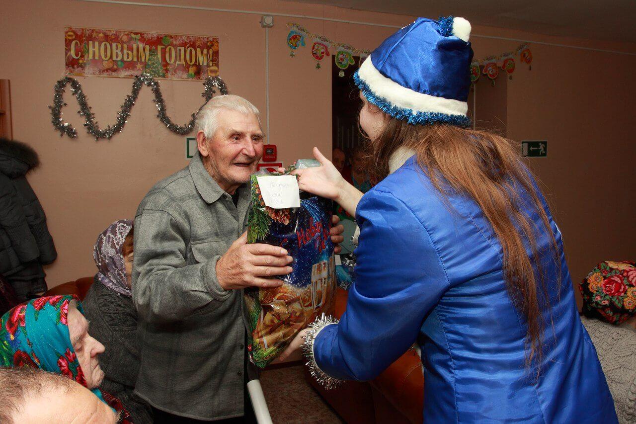 В Тверской области проходит новогодняя благотворительная акция для бабушек и дедушек из дома-интерната