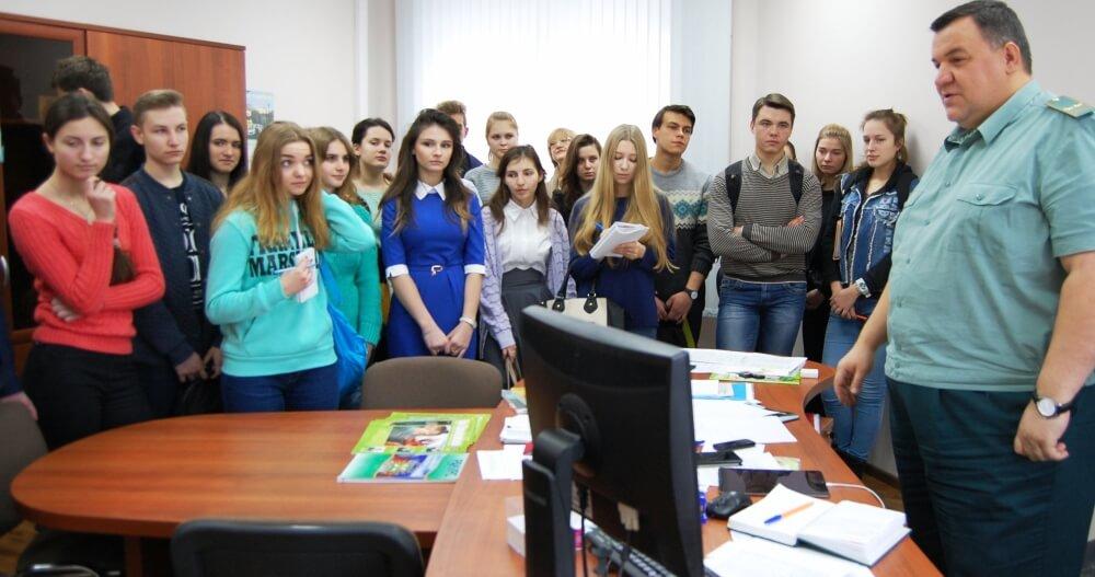 Будущие журналисты побывали в гостях у Тверской таможни