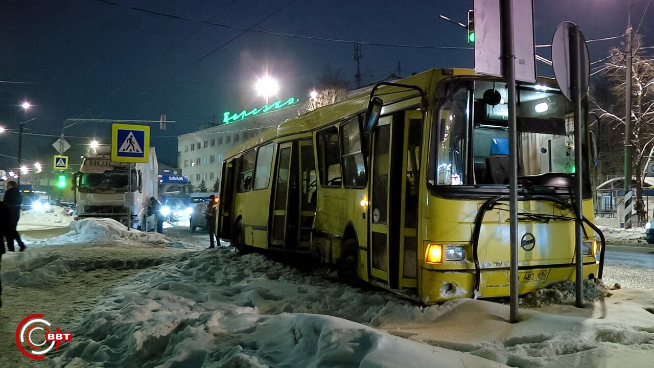 Жители Тверской области просят навести порядок на трассах М-10 и М-11