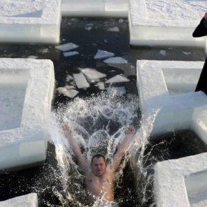 фото Определены официальные места для крещенских купаний в Калининском районе