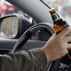 фото Автолюбитель, лишенный водительских прав, сел пьяным за руль