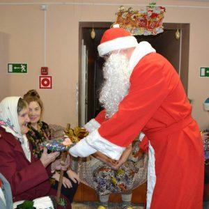 фото Волонтеры поздравили бабушек и дедушек в доме-интернате в деревне Жерехово