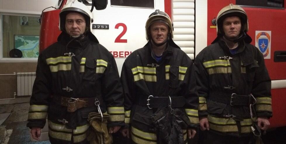 Тверские огнеборцы спасли мужчину из задымленной квартиры