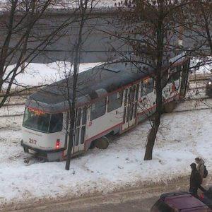 """фото В Твери снова """"дрифтанул"""" трамвай"""