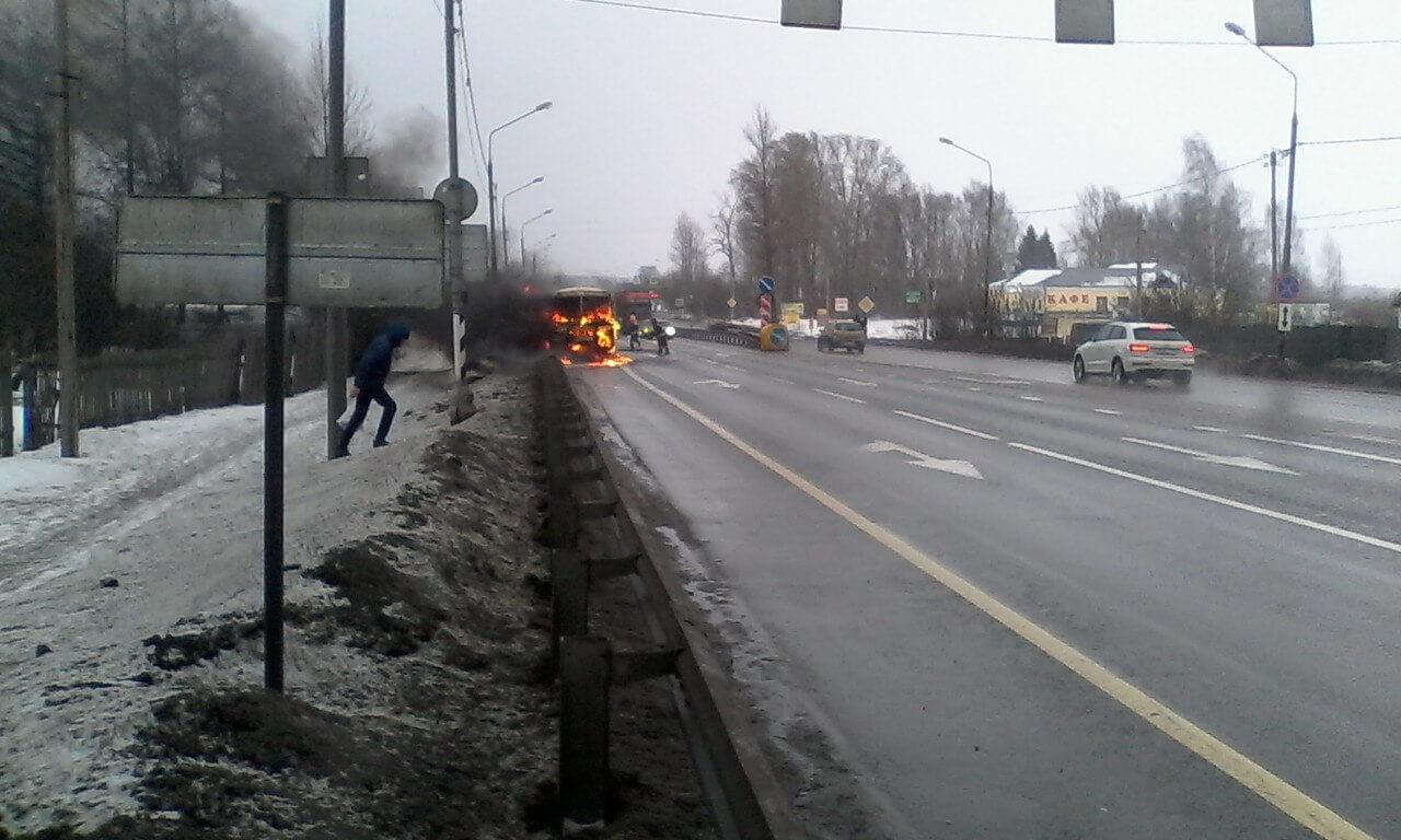 На трассе в Эммаусе сгорел автобус