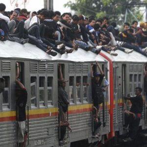 фото На пригородных пассажирских поездах за 2016 год отловили около 149 тысяч безбилетников