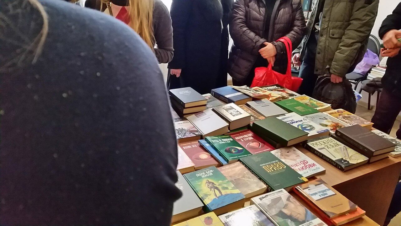 Тверичи обменяются книгами в библиотеке им.Горького
