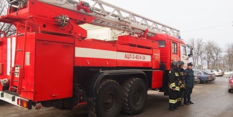 Тверские огнеборцы охраняют безопасность Масленицы в Твери