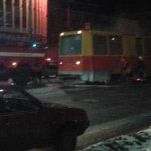 фото Ночью в Твери загорелся ремонтный трамвай