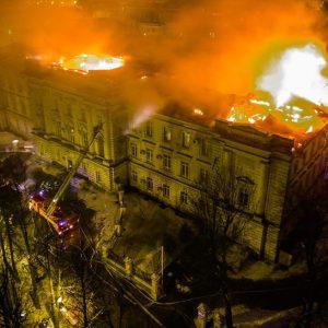 фото Пожар, вспыхнувший в детской областной больнице, тушили всю ночь
