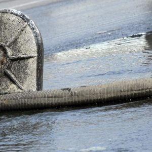 фото В Твери произошел прорыв на магистральном трубопроводе