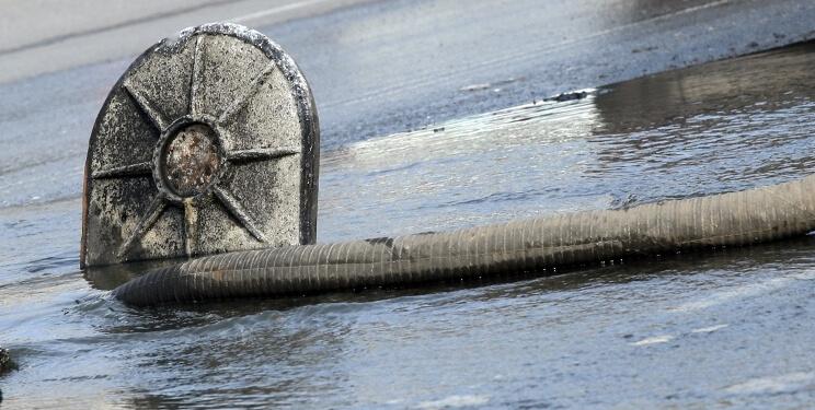 В Твери произошел прорыв на магистральном трубопроводе