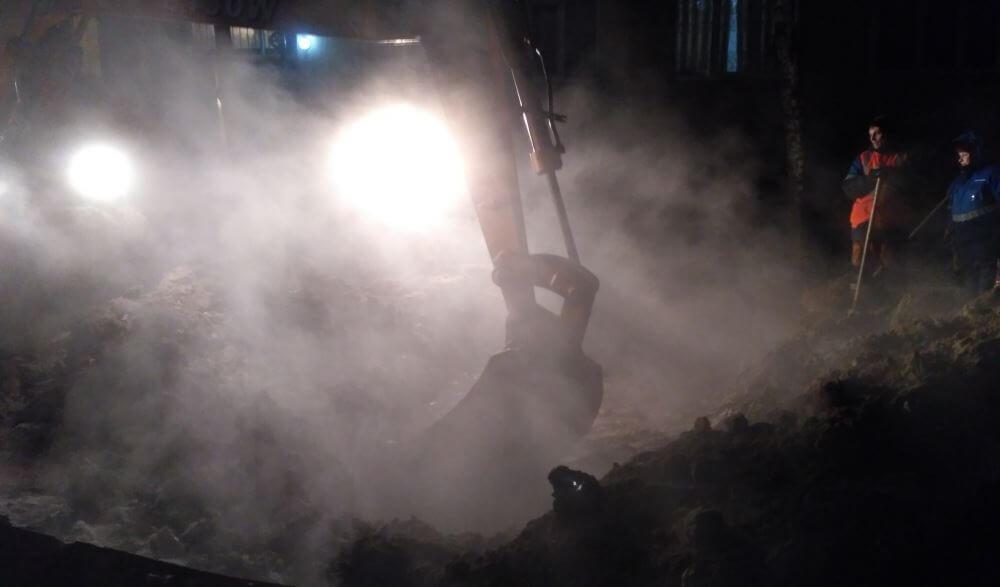 Жители Бологое из-за прорыва остались без отопления и горячей воды