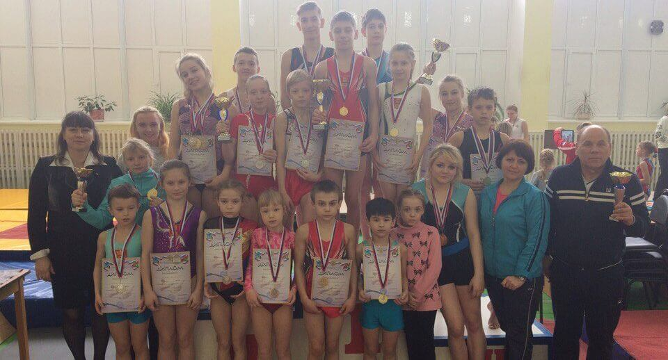Тверские спортсмены успешно выступили на чемпионате и первенстве ЦФО по прыжкам на батуте, акробатической дорожке и двойном минитрампе