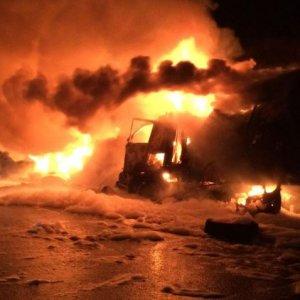 фото В Тверской области при столкновении двух грузовиков один человек погиб и один пострадал