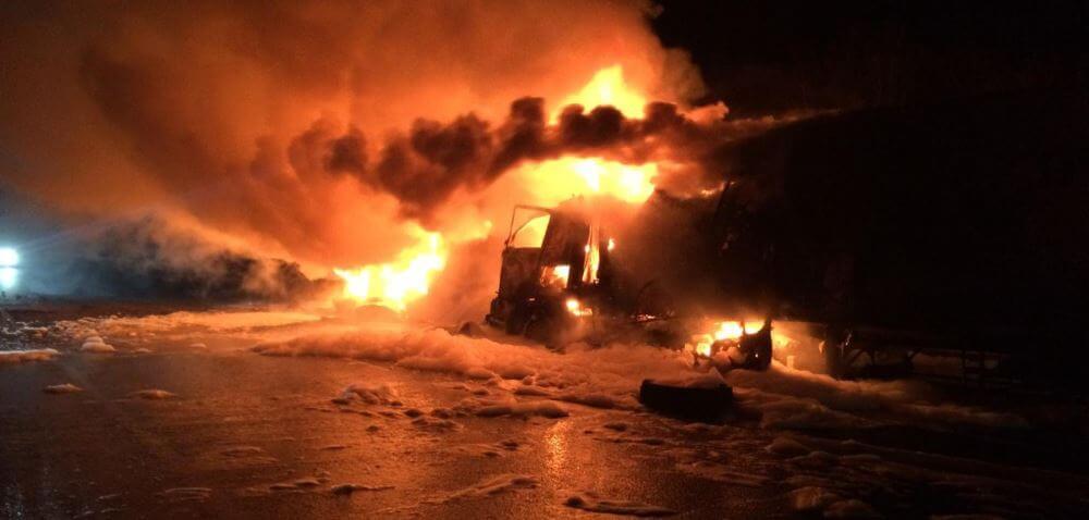 В Тверской области при столкновении двух грузовиков один человек погиб и один пострадал