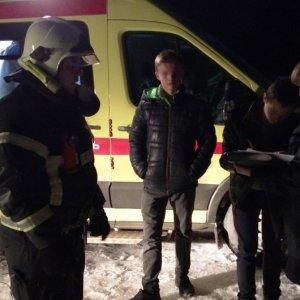 фото В Калининском районе спасатели сняли 3 подростков с оторвавшейся льдины