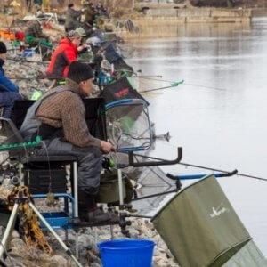 """фото В Удомле собрались """"безумные"""" рыбаки"""