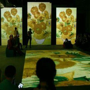 фото На выставке Ван Гога