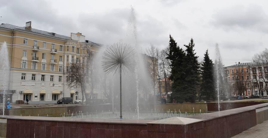 В Твери состоялся пробный пуск фонтана на Тверской площади