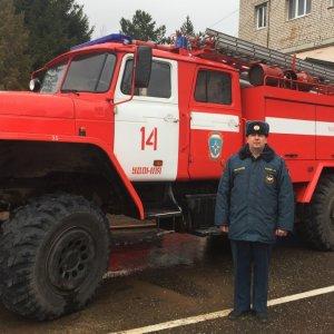 фото В Удомельском районе сотрудник МЧС спас двух женщин на пожаре