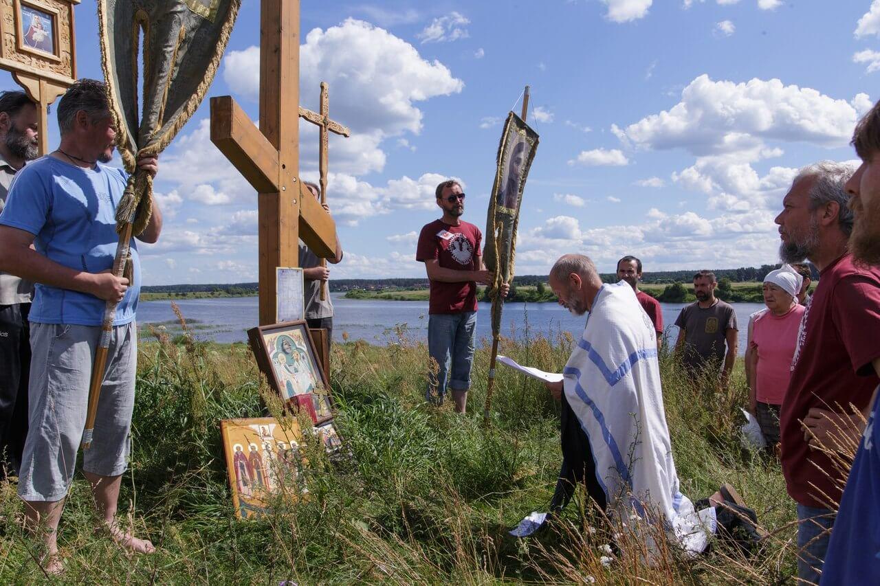 По берегам реки Тьмы прошёл молодежный крестный ход, посвященный памяти апостолов Петра и Павла