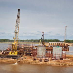 фото Сооружение опор моста через р.Шошу на трассе М-11 завершится в сентябре 2017 года