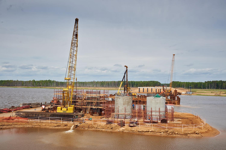 Сооружение опор моста через р.Шошу на трассе М-11 завершится в сентябре 2017 года