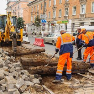 фото В Твери активно ремонтируют дороги, параллельно снимая старые трамвайные линии