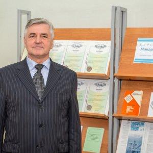 фото В областной библиотеке имени Горького открылась персональная выставка профессора Анатолия Макарова